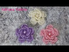 Como fazer: Flor Jéssica SUPER FÁCIL - Adriana Valério - YouTube Beaded Jewelry Designs, Bead Jewellery, Bead Embroidery Jewelry, Beaded Embroidery, Beading Tutorials, Beading Patterns, Beaded Brooch, Crochet Earrings, Bead Sewing