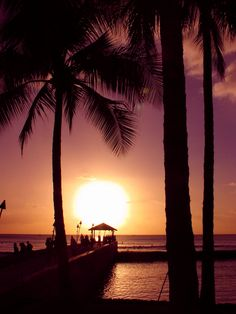 The sun is setting on Hawaii and 2013! Happy New Year!! www.hawaii-all-inclusive.net #hawaii #allinclusivehawaii #happynewyear #vacation