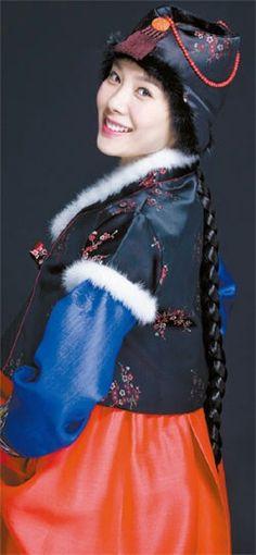 Kim Hyun Joo in hanbok (traditional Korean dress) Korean Traditional Dress, Traditional Fashion, Traditional Dresses, Korean Beauty, Asian Beauty, Korean Outfits, Korean Clothes, Korea Dress, Korean Hanbok