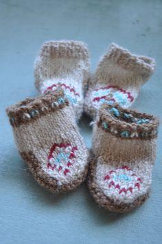 d576ea7bf7a baby mocs - i need to up my knitting skills Baby Bug