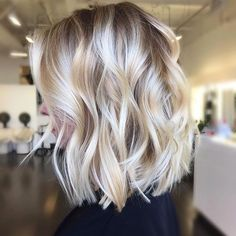 10 Winning Looks with Layered Bob Hairstyles: Women& Short Hair Cuts . - Winning Looks with Layered Bob Hairstyles: Women& Short Hair Cuts . Medium Hair Styles, Short Hair Styles, Bob Styles, Blonde Balayage Bob, Soft Balayage, Balayage Hairstyle, Balayage Highlights, Color Highlights, Bayalage Bob