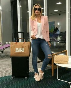 39 Einfaches Airport Women Style mit Jeans und Sneakers - Woman Worlds Outfit Zusammenstellen, Blazer Outfits, Blazer Fashion, Fashion Outfits, Womens Fashion, Trendy Fashion, Fashion Fall, Fashion Top, Trendy Style