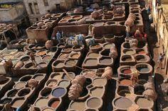 Al Desierto sin Agua - Rally Solidario.   Los curtidores de piel en la Medina de Fez
