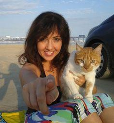 """""""Ela acha que me distrai, alguém avisa pra ela que gatos não gostam de praia"""""""