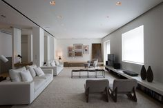 18/12/2014 - Casa Quindiciquattro, progettata da Fabio Fantolino, si trova nel cuore di Torino, inserita in un contesto storico eterogeneo costituito