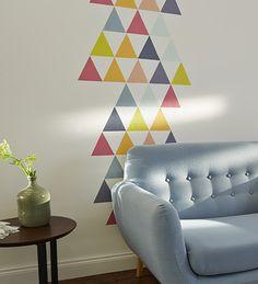Quelques petits triangles de couleur douce pour créer une note de déco originale dans votre salon. Et pas besoin de grandes quantités, les échantillons testeurs suffisent. Malin non ?