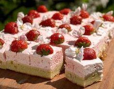 Marcipanruder med jordbærmousse (Recipe in Danish) Danish Dessert, Danish Food, Sweet Recipes, Cake Recipes, Dessert Recipes, Delicious Desserts, Yummy Food, Scandinavian Food, Recipes From Heaven