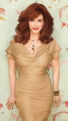 39 Stylish Women Redhead Ideas For Women To Looks More Amazing - Red hair varies from a deep orange to a pale copper. The palest hair is often referred to as strawberry blonde - I have to confess this description be. Beautiful Christina, Beautiful Redhead, Beautiful People, Christina Hendricks, Cristina Hendrix, Look 2018, Taurus, Strawberry Blonde, Bob Hairstyles