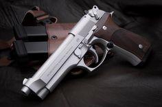 Beretta 92FS, 9mm Para, Karl Nill Grips, Galco USA Holster