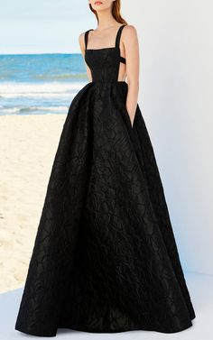 Get inspired and discover Alex Perry trunkshow! Shop the latest Alex Perry collection at Moda Operandi. Elegant Dresses, Pretty Dresses, Couture Dresses, Fashion Dresses, Evening Dresses, Prom Dresses, 1950s Dresses, Mini Dresses, Vintage Dresses