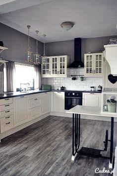Biało-czarna kuchnia z cegiełką