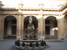 Patio del Rectorado de la Universidad (Antigua fábrica de tabacos)