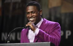 Steelers wide receiver Antonio Brown received the Dapper Dan Sportsman of the Year award at the 79th annual dinner.