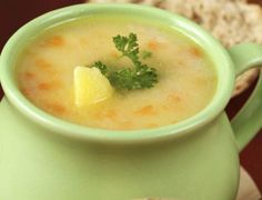 В това студено и мъгливо време ни се хапва топла супичка, затова ви предлагаме една много лесна рецепта.