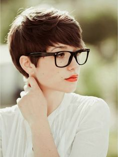 Cute Very Short Hairstyles For Women With Glasses