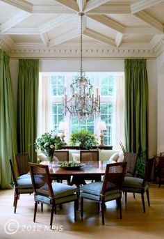 [CasaGiardino] ♛ coffered ceiling, caned square backed dining chairs, lush green draperies