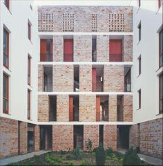 Ferenc Cságoly und Ferenc Keller (Hungary) Wohnhaus in Pécs brick epitesz studio Artist Loft, Condominium, Brick, Multi Story Building, Exterior, Facades, Studio, Apartments, Empire