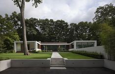 Have always wanted a u-shaped house with floor to ceiling windowsNew Canaan Residence by Specht Harpman
