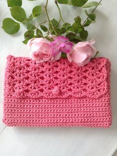 Etsy - Shop for handmade, vintage, custom, and unique gifts for everyone Clutch En Crochet, Crochet Purses, Filet Crochet, Diy Crochet, Blog Crochet, Pochette Rose, Lucet, Pink Clutch, Magic Circle