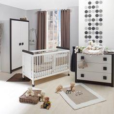 Chambre bébé avec couleurs