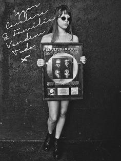"""O músico Iggor Cavalera e sua esposa Laima Leyton  se preparam para deixar o apartamento em São Paulo para viver em Londres. Por conta disso, em parceria com o grupo Chez, vão promover um bazar neste sábado, 24, o """"Iggor Cavalera e Família Vendem Tudo""""."""