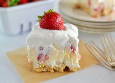 Steal the show at your next potluck with Golden OREO Strawberry Cheesecake Lush. Layers of cream cheese, cool whip, cheesecake pudding, strawberries and OREO cookies, no one can resist this treat! Strawberry Desserts, Köstliche Desserts, Delicious Desserts, Dessert Recipes, Strawberry Cheesecake Lush Recipe, Strawberry Blueberry, Oreo Dessert, Strawberry Shortcake, Yummy Food