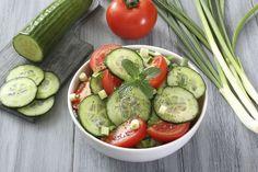 Découvrez les recettes Cooking Chef et partagez vos astuces et idées avec le Club pour profiter de vos avantages. https://www.cooking-chef.fr/espace-recettes/soupes-salades-et-entrees/carpaccio-concombre-tomates-sauce-legere-aux-olives