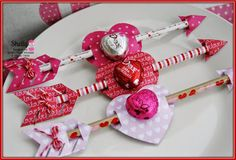 Shelly over at Twine It Up! with Trendy Twine: Crafting Inspiration Day 2 w/ Fleurette Bloom created super fun little arrows with yummy treats using Cherry Cupcake Trendy Twine. Valentine Gifts For Kids, Homemade Valentines, Valentines Day Treats, Valentines Day Decorations, Valentine Day Crafts, Vintage Valentines, Candy Crafts, Valentine's Day Diy, Easy