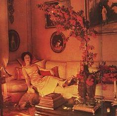 Duchess of Windsor reclining