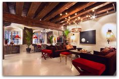 Art Symphony: Amazing 17th century home with a modern twist