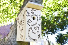 Wondering how to build a birdhouse? Our DIY birdhouses will add color to your yard and provide a safe haven for the friendly fliers in your backyard. Bird House Plans, Bird House Kits, Birdhouse Designs, Diy Birdhouse, Recycled Crafts, Diy Crafts, How To Build Abs, Bird Aviary, Bird Houses Diy