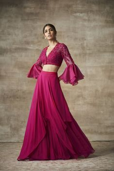 Skirt outfits indian boho style 64 New Ideas Lehnga Dress, Lehenga Blouse, Lehenga Choli Latest, Cotton Lehenga, Bollywood Lehenga, Lehenga Designs, Sharara Designs, Indian Gowns, Indian Attire