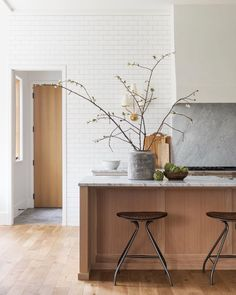 Scandinavian Kitchen Design Ideas To Try In Your House Kitchen Inspirations, Beautiful Kitchen Designs, Scandinavian Kitchen Design, Interior Design, Scandinavian Kitchen, Beautiful Kitchens, Wood Kitchen, Interior, Home Decor