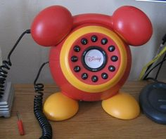 Red Mickey Mouse real phone. Casa Disney, Arte Disney, Disney Dream, Disney Love, Disney Furniture, Disney Bedrooms, Mickey Mouse Wallpaper, Disney Collector, Mickey Christmas