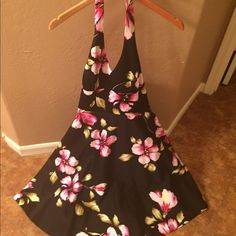 Donna Ricco Size 8 Halter Dress Gorgeous halter dress. Never worn. Runs small so more like a 6/8. Lined with pink satin material. Very high quality dress! Perfect for a spring wedding. You will not be disappointed. It doesn't fit me and that is the only reason I'm selling. Has a beautiful petticoat as the picture shows. Donna Ricco Dresses Backless