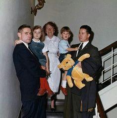 Secret Service Agent Bob Foster, Caroline, Maude Shaw, John Jr, and Agent Tom Wells.