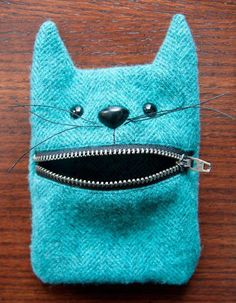 52 zippers Wool felt cat mouth zipper pouch - a Little Crispy - If you're new to my 52 zippers project, you can read the backstory, see all the zipper pouches, a - Sewing Hacks, Sewing Crafts, Sewing Tips, Sewing Tutorials, Zipper Crafts, Bag Tutorials, Tutorial Sewing, Cat Crafts, Sewing Ideas