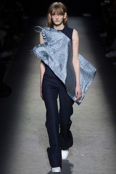 2016-17秋冬プレタポルテコレクション - ジャックムス(JACQUEMUS)ランウェイ|コレクション(ファッションショー)|VOGUE JAPAN