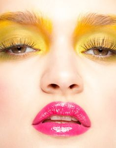 My World of Colours — Eyeshadow Lipstick Yellow Eyes, Mellow Yellow, Pink Yellow, Hot Pink, Summer Eyeshadow, Yellow Eye Makeup, Shimmer Lip Gloss, Foto Fashion, Shades Of Yellow