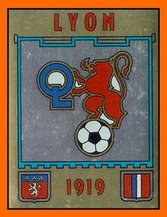 Tout débute à la fin des années 70, où le club connait une grave crise financière mais aussi structurelle, malgré deux décennies de résultat... Lyonnaise, 1, Grave, Club, Southampton, Legends, Soccer, Football, Sports