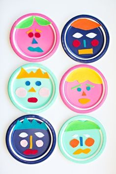 Mix and Match Felt Paper Plate Faces. A fun open ended art project with kids to create faces and talk about different emotions.