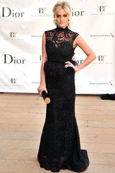 vestido negro con escote de encaje