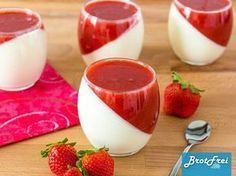 Recipe for a strawberry panna cotta - Rezepte - Dessert Quick Dessert Recipes, Easy Desserts, Sweet Recipes, Cake Recipes, Snacks Recipes, Health Snacks, Health Desserts, Strawberry Panna Cotta, Best Pancake Recipe