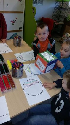 How nice! Writing exercises on a Christmas ball . - How nice! Writing exercises on a Christmas ball … wrapped in a small …, … - Preschool Christmas, Christmas Activities, Kindergarten Art, Preschool Activities, Winter Crafts For Toddlers, Material Didático, Writing Exercises, Little Games, Theme Noel