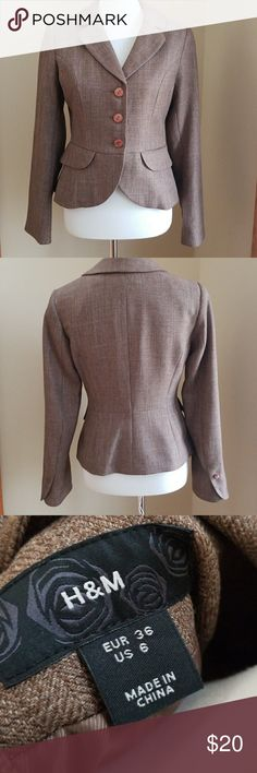 💋 H&M Tweed Like Blazer 💋 H&M Tweed like Blazer Size 6 Excellent. Never worn.  Has extra buttons attached for replacement. H&M Jackets & Coats Blazers