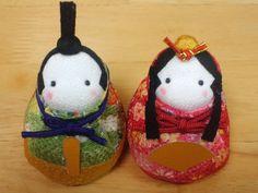 灯りを点けましょ。ぼんぼりに。 Ichimatsu, Christmas Ornaments, Holiday Decor, Home Decor, Dolls, Homemade Home Decor, Christmas Jewelry, Christmas Ornament, Interior Design