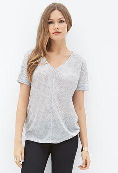 T-Shirt mit V-Ausschnitt - Oberteile - 2000083406 - Forever 21 EU