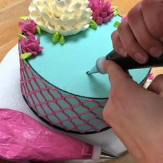 It sure is a happy Sunday Funday! celebrates 12 years in business today! For the writing on this cake we use our… Cake Decorating Frosting, Creative Cake Decorating, Cake Decorating Videos, Cake Decorating Techniques, Creative Cakes, White Flower Cake Shoppe, Cake Writing, Cake Videos, Diy Cake