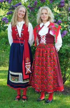 Värendsdräkt and nåsdräkt in Småland. Swedish Style, Scandinavian Style, Folk Costume, Costumes, Ethnic Dress, Daily Dress, Medieval Dress, Traditional Dresses, Culture