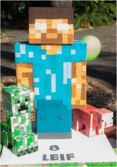 Do you have a Minecraft gamer in your house? You've gotta see this round-up of Awesome Minecraft Birthday Cakes! Minecraft Party, Easy Minecraft Cake, Minecraft Birthday Cake, Minecraft Crafts, Cool Minecraft, Minecraft Food, Minecraft Skins, Minecraft Buildings, Teen Boy Party